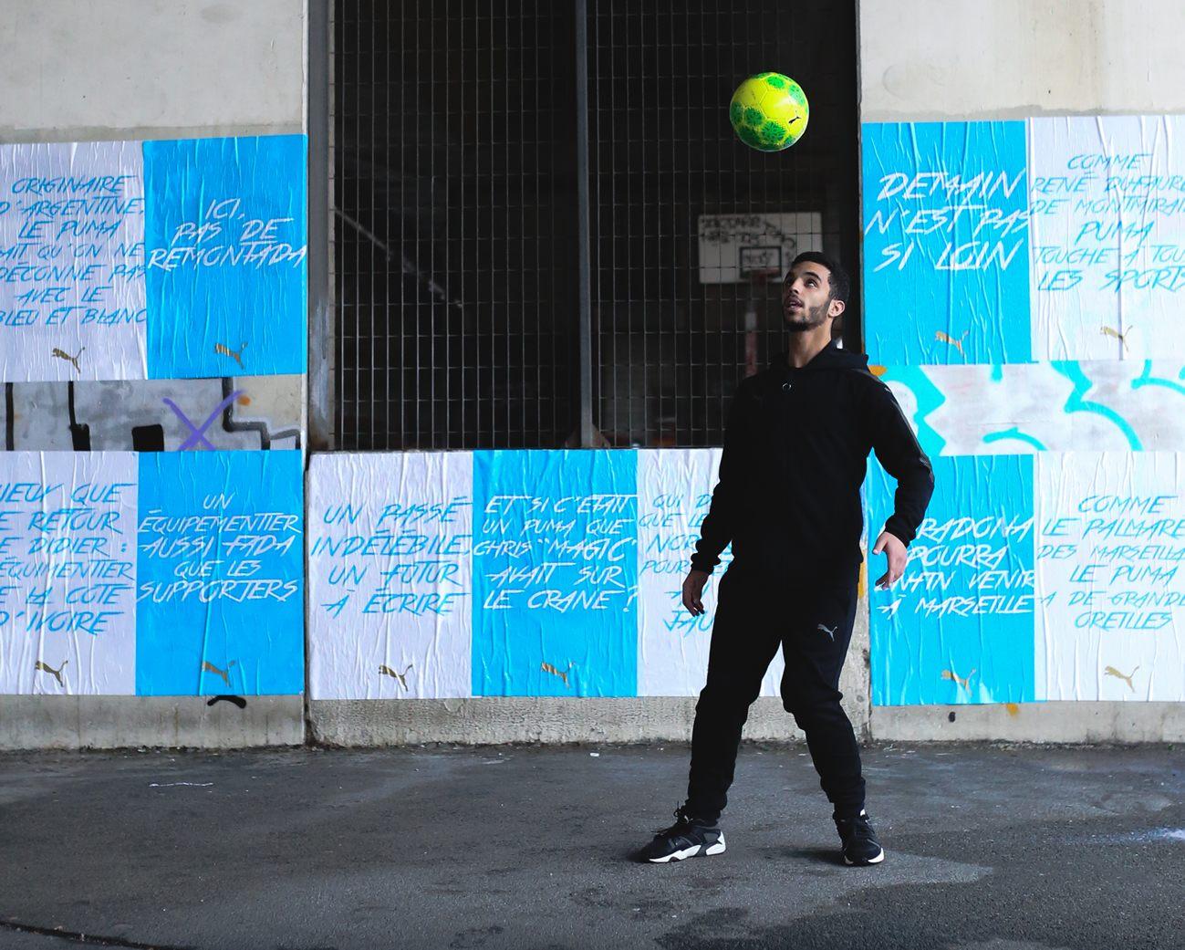 Puma anticipó su llegada con carteles en al ciudad de Marsella
