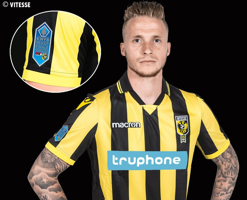 Nueva camiseta titular Macron del Vitesse Arnhem | Foto Web Oficial