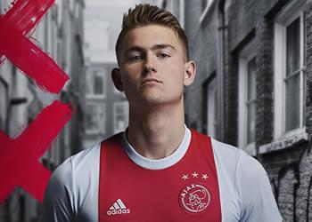 Nueva camiseta titular del Ajax de Holanda | Foto Web Oficial