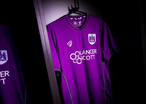 Camiseta suplente del Bristol City | Imagen Web Oficial