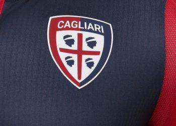 Nueva camiseta titular 2017-18 del Cagliari | Foto Macron
