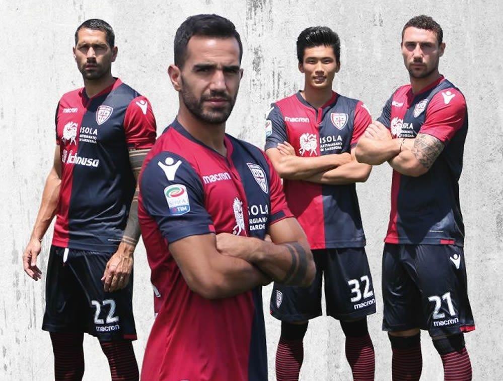 Nueva camiseta titular 2017-18 del Cagliari | Foto Web Oficial