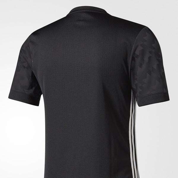 Nueva camiseta suplente del Manchester United | Foto Adidas
