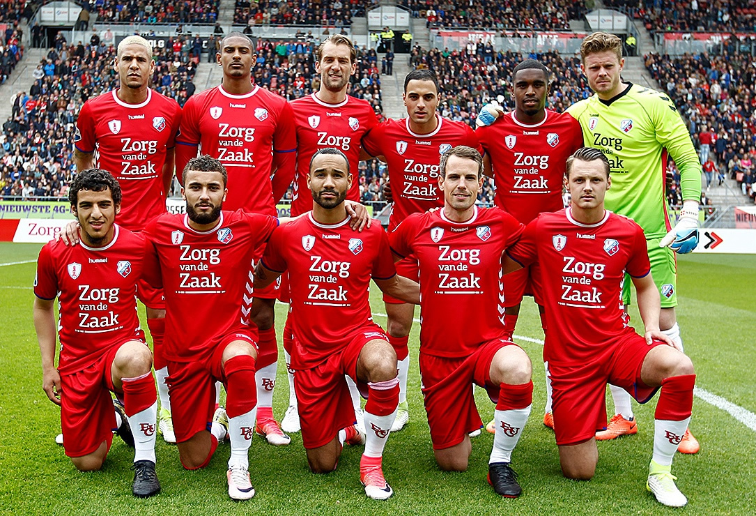 FC Utrecht estrenó su nueva camiseta para la temporada 2017/2018 | Foto web oficial