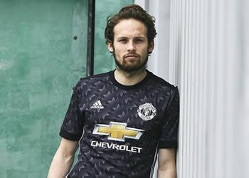 Daley Blind con la nueva camiseta | Foto Adidas