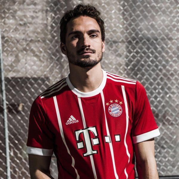 Hummels con la nueva camiseta del Bayern Múnich | Foto Adidas