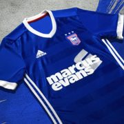Camiseta titular del Ipswich Town FC | Foto Web Oficial