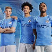 De Bruyne, Sané y Sterling posan con el kit | Foto Nike