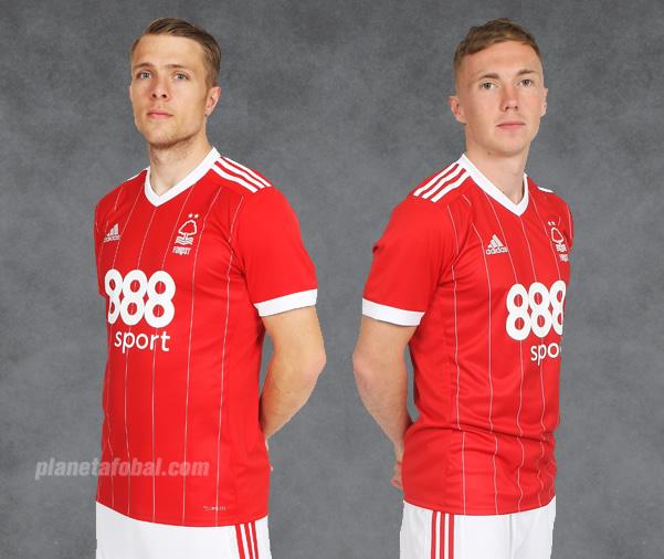 Nueva camiseta titular del Nottingham Forest | Foto Web Oficial