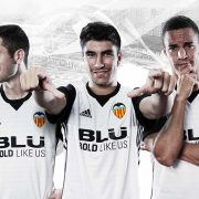 Equipación titular 2017-18 Adidas del Valencia | Foto Web Oficial