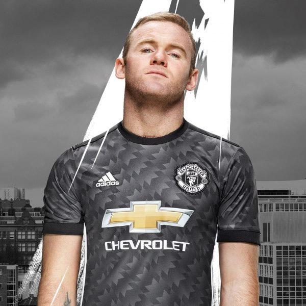 Wayne Rooney con la nueva camiseta | Foto Web Oficial