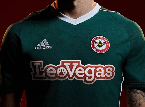 Camisetas suplente Adidas del Brentford FC | Foto Web Oficial