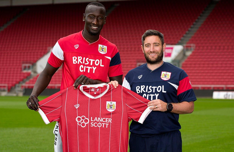 Camiseta titular 2017-18 del Bristol City | Foto Web Oficial