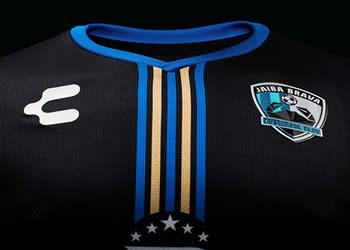 Camiseta suplente del TM Fútbol Club | Foto Charly