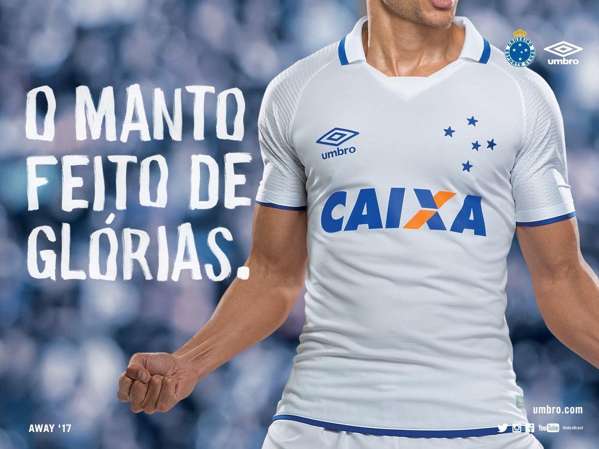 Camiseta suplente 2017-18 del Cruzeiro | Foto Umbro
