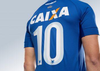 Camiseta titular 2017-18 del Cruzeiro | Foto Umbro