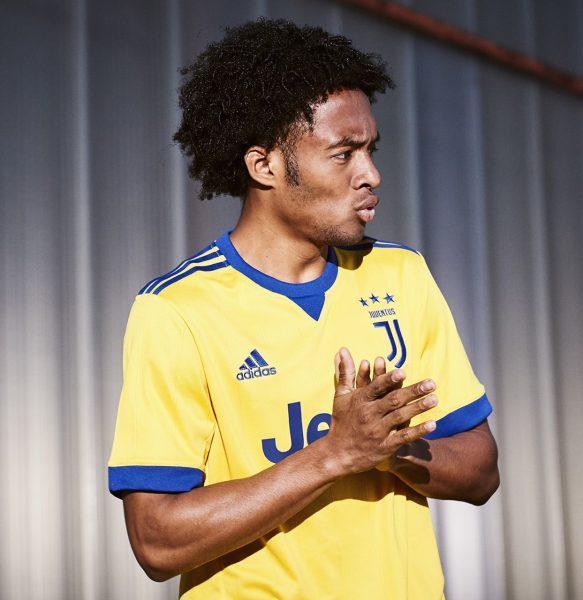 Cuadrado con el nuevo kit de la Juventus | Foto Adidas