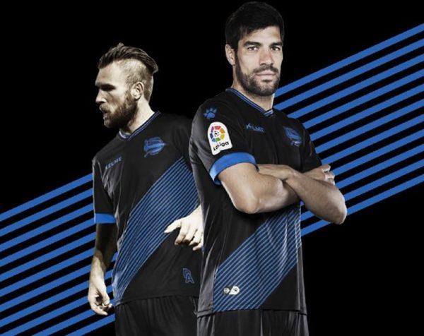 Equipación suplente Kelme del Deportivo Alaves | Foto Twitter Oficial