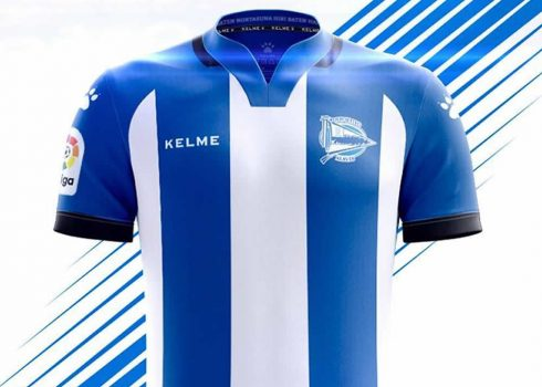 Equipación titular Kelme del Deportivo Alaves | Foto Twitter Oficial