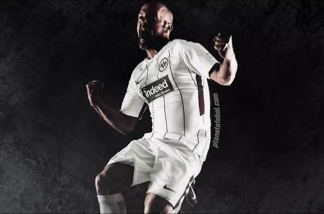 Camiseta titular Nike 2017-18 del Eintracht Frankfurt | Foto Captura