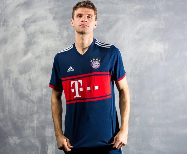Camiseta suplente Adidas del Bayern Munich 2017 2018  2ed5915ff96b7