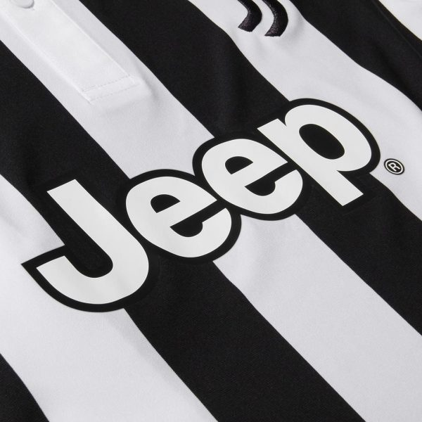 Camiseta titular 2017-18 de la Juventus | Foto Web Oficial