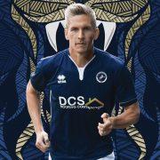 Camiseta titular Erreà del Millwall FC | Foto Web Oficial