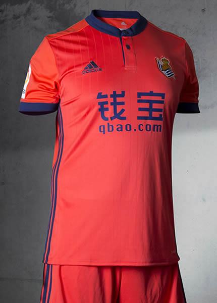 Camiseta suplente Adidas de la Real Sociedad | Foto Web Oficial