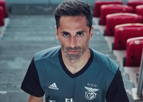 Jonas con la camiseta suplente del Benfica | Foto Web Oficial