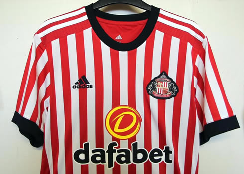 Camiseta titular Adidas 2017-18 del Sunderland   Foto Web Oficial