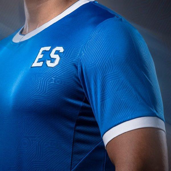 Camiseta titular Umbro del El Salvador | Imagen Siman
