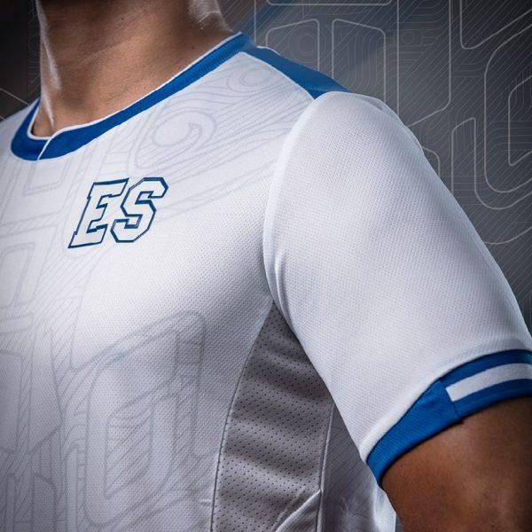 Camiseta suplente Umbro del El Salvador | Imagen Siman