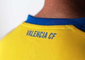 Nueva camiseta suplente 2017-18 del Valencia | Foto Web Oficial