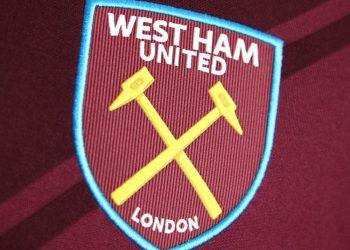 Camiseta titular Umbro 2017-18 del West Ham United | Foto Web Oficial