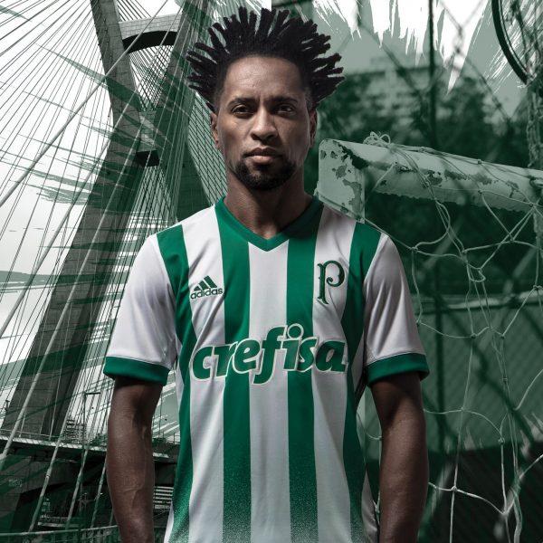Zé Roberto con la nueva camiseta del Palmeiras | Foto Adidas
