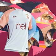 Camiseta suplente Nike 2017-18 del Galatasaray | Foto Web Oficial