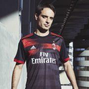 Giacomo Bonaventura posó con el kit | Foto Adidas