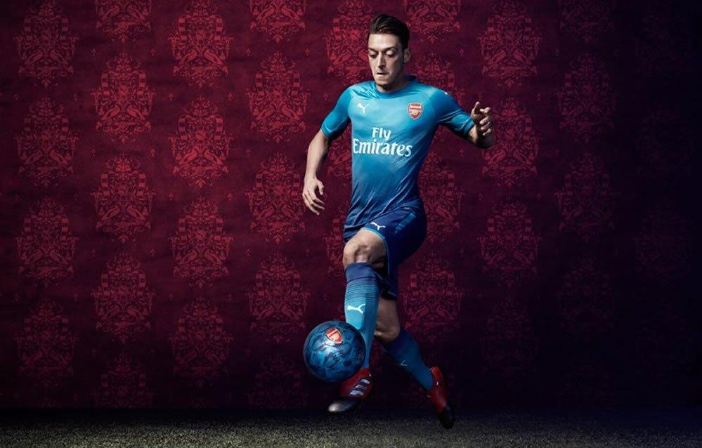 Mesut Özil con la nueva camiseta | Foto Web Oficial