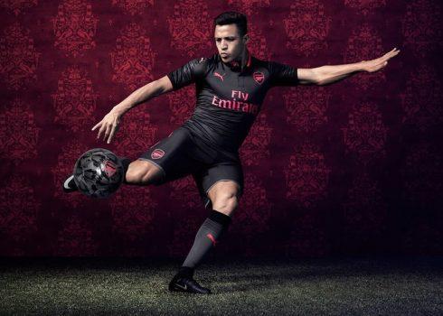 Alexis Sanchez con la tercera camiseta del Arsenal | Foto Web Oficial