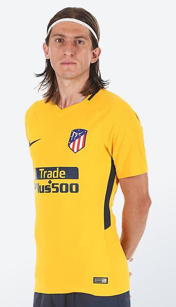 Filipe Luis con el kit suplente | Foto Web Oficial