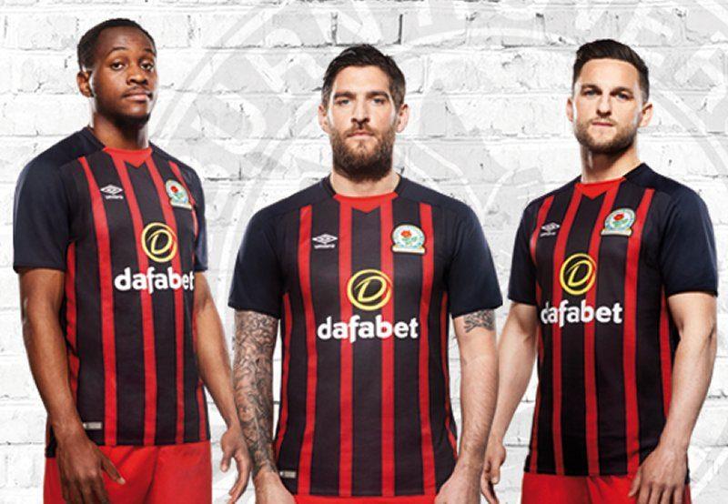 Camiseta suplente del Blackburn Rovers | Foto Umbro