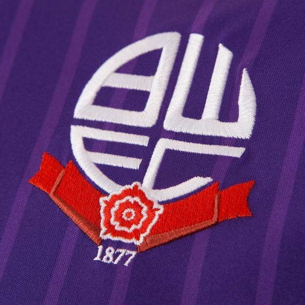 Camiseta suplente Macron del Bolton Wanderers | Foto Web Oficial