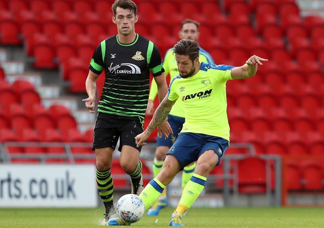 El kit durante el cotejo ante el Doncaster Rovers | Foto Web Oficial