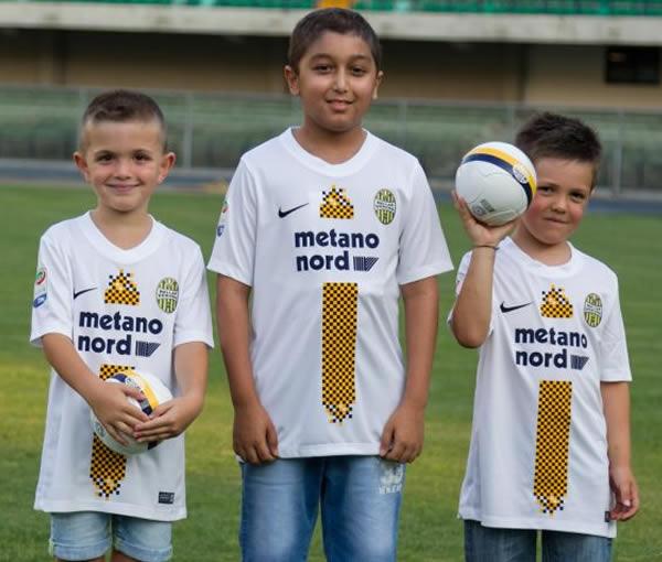 Nueva tercera camiseta Nike del Hellas Verona | Foto Web Oficial