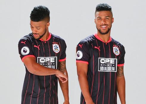 Nueva camiseta del Huddersfield Town | Foto Web Oficial