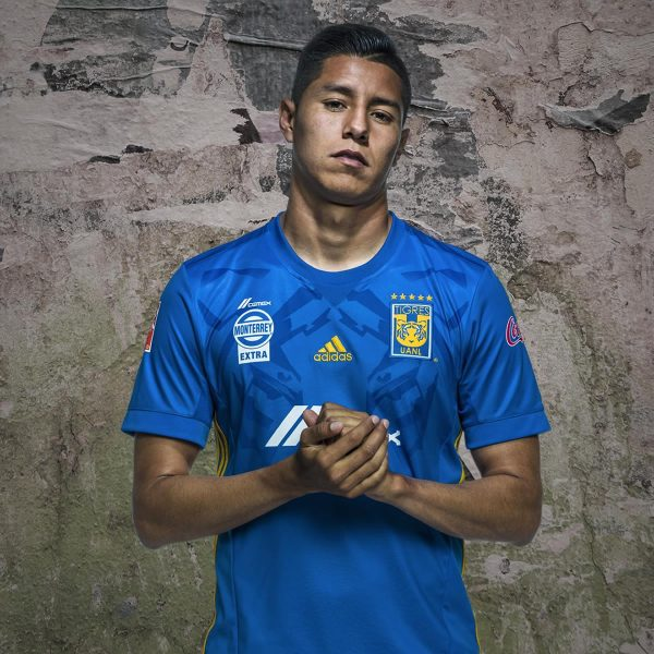 Hugo Ayala con el kit suplente | Foto Adidasº