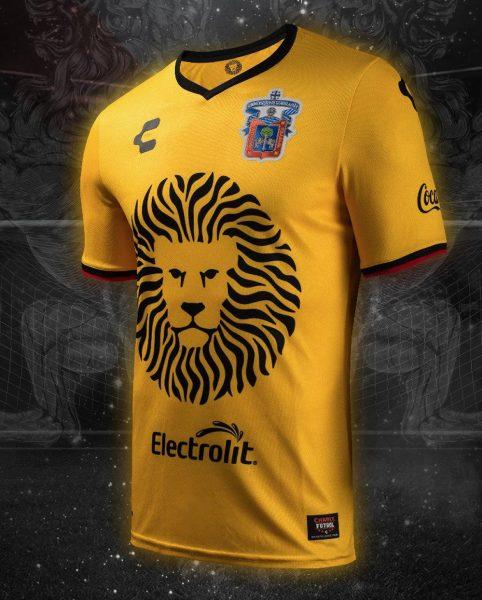 Camiseta suplente de los Leones Negros | Foto Charly Fútbol