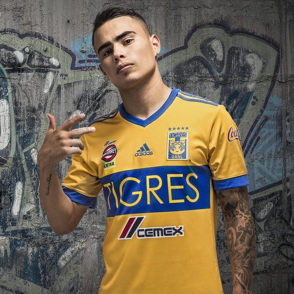 Lucas Zelarayán con el kit titular | Foto Adidas