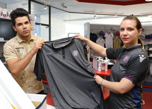 Tercera camiseta Macron del Hajduk Split   Foto Web Oficial