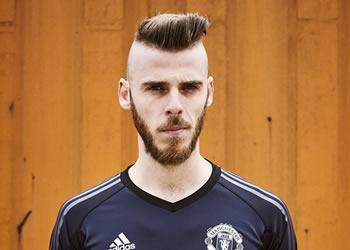 De Gea luciendo la camiseta de arquero del Manchester United para 2017/18 | Foto Adidas